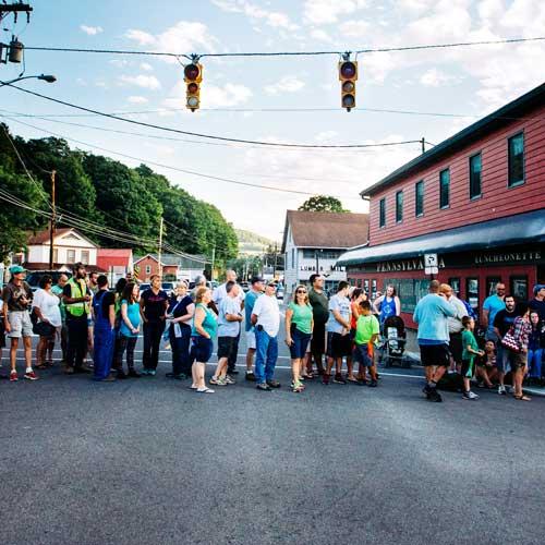 Crowd at traffic light